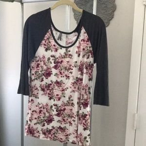 super soft floral top with lace